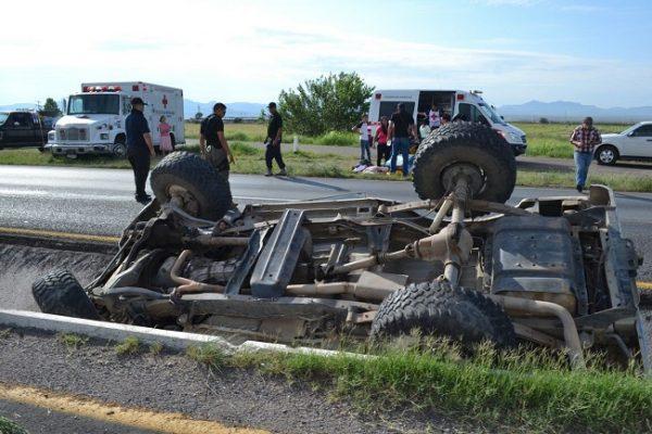 Nueve lesionados en choque y volcadura en la carretera a Cuauhtémoc