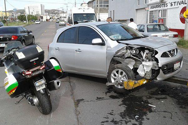 Registran choque en la colonia Saucito; Dos mujeres lesionadas