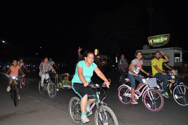 Exitosa bicicletada nocturna, participan 86 personas