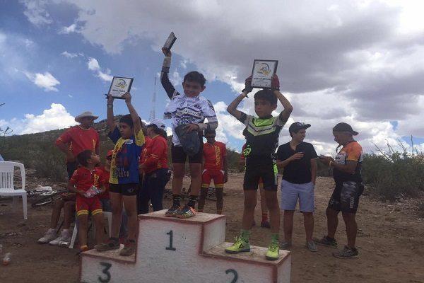 Campeón y subcampeón Diego Loya, de 8 años
