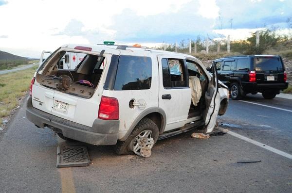 Por seguir a un tráiler, vuelca camioneta en la carretera Chihuahua-Delicias