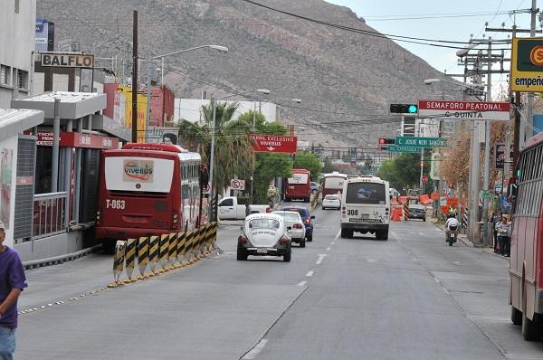 Se quejan conductores de la falta de sincronía en los semáforos