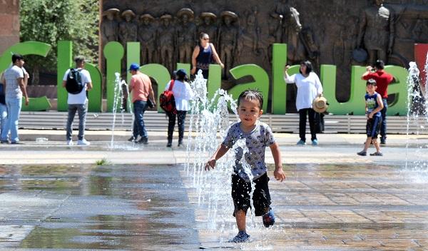 Aprovechan turistas para tomarse fotos en el Centro Histórico
