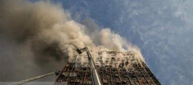 [TRAGEDIA MUNDIAL] Mueren bomberos al aplastarlos edificio