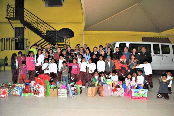 Entregan regalos a niños de Casa Hogar Camino Hacia Delante