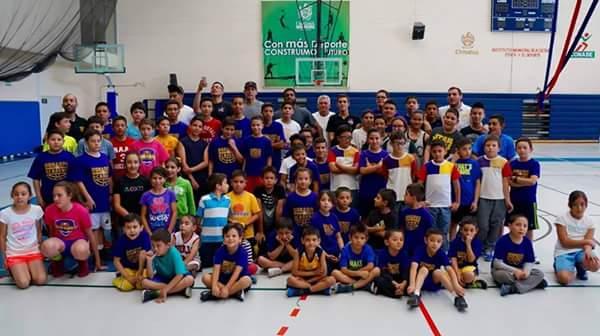 Se inconforman padres por despido de entrenador de escuela de basquetbol