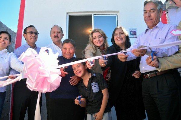 Entregan Municipio y Sedatu cuartos rosas a 67 familias en El Porvenir III