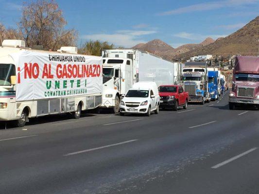 Alistan vehículos para apoyar en manifestación en Pemex