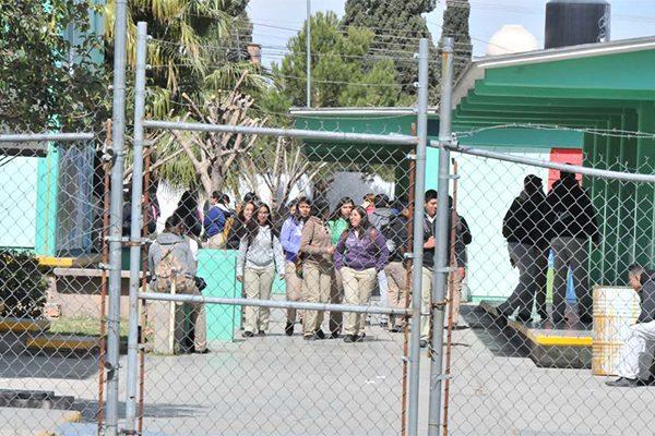 Protestan alumnos del Conalep 2 tras despido del subdirector