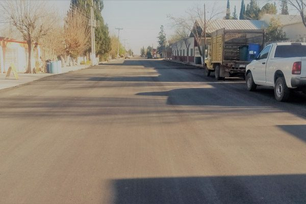 Gobierno Municipal de Meoqui pavimenta principal avenida de Estación Consuelo.