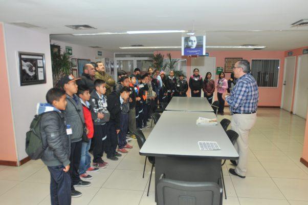 Visitan alumnos de la escuela Lucila Lozoya a El Heraldo de Chihuahua
