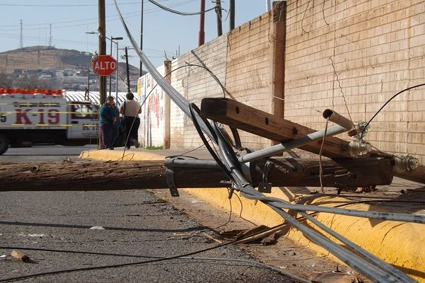 Accidente vial provoca cierre de acceso a fraccionamientos
