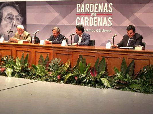 """Presenta Cuauhtémoc Cárdenas libro """"Cárdenas por Cárdenas"""""""