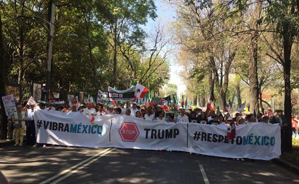 Con el Himno nacional terminan marchas anti-Trump en el Ángel
