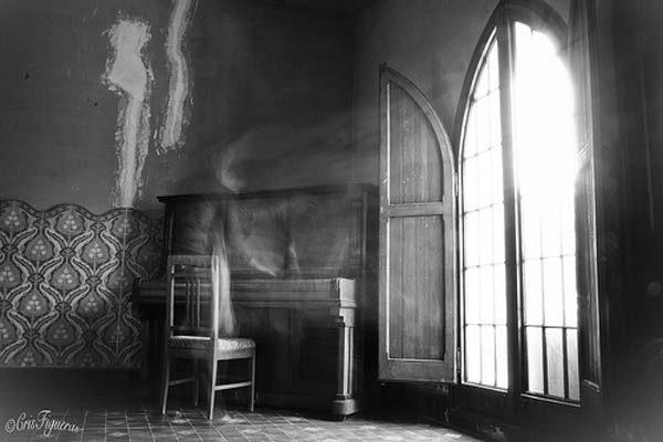 Fantasma toca la pianola por las noches en escuela