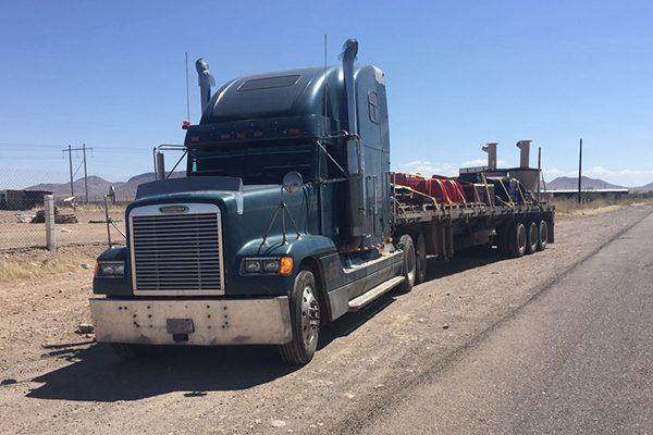 Detienen a conductor de trailer por posesión de droga en la carretera a Janos