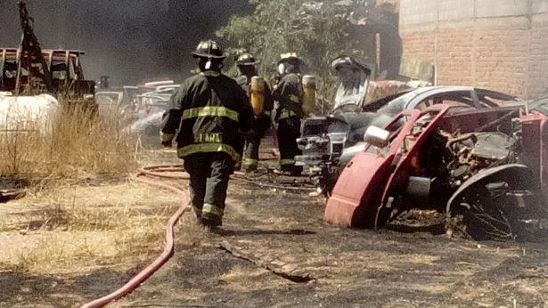 Se incendia Yonke El Indio en la Lombardo