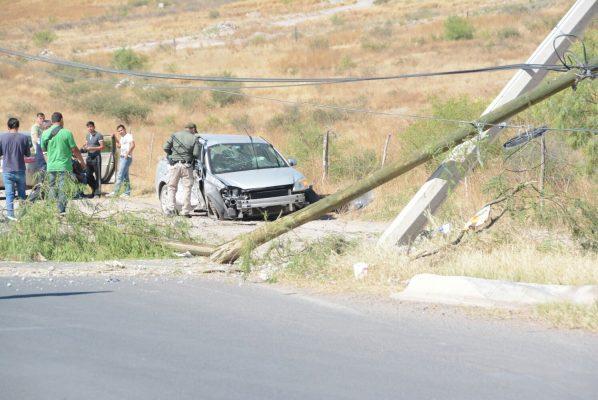 Choca estudiante contra postes en el Teófilo Borunda