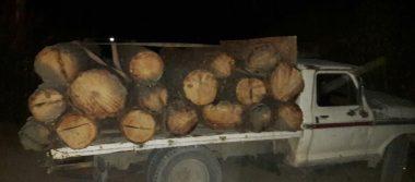 Encuentran abandonado vehículo con madera rumbo a San Juanito