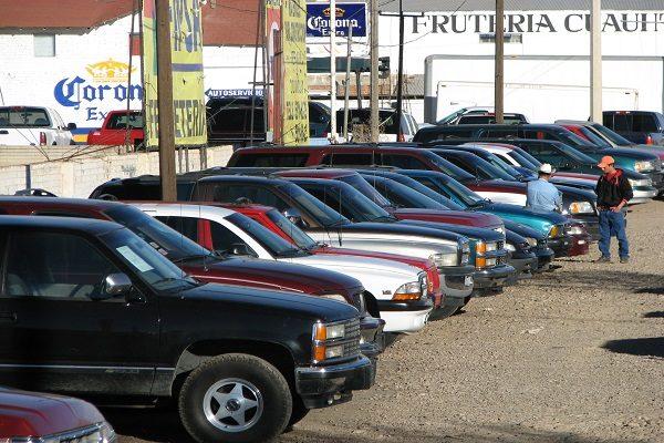 Fuerte respuesta de dueños de autos chuecos a engomados