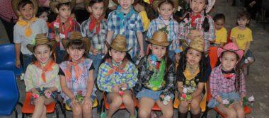 En el jardín de niños Arcoíris festejaron a las mamas
