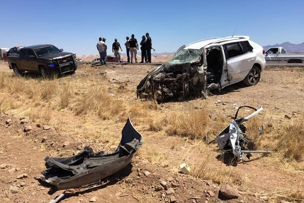 Sobrevive conductora a choque de frente contra tráiler en corta a Parral