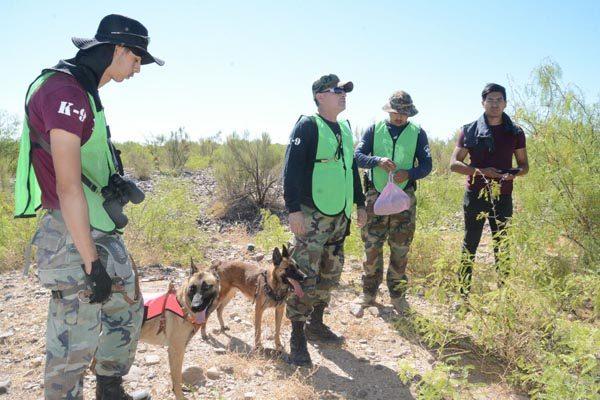 [GALERÍA] Inicia rastreo con perros de taxista desaparecido