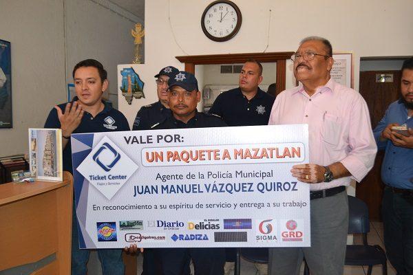 Premian a policía héroe con viaje a Mazatlán