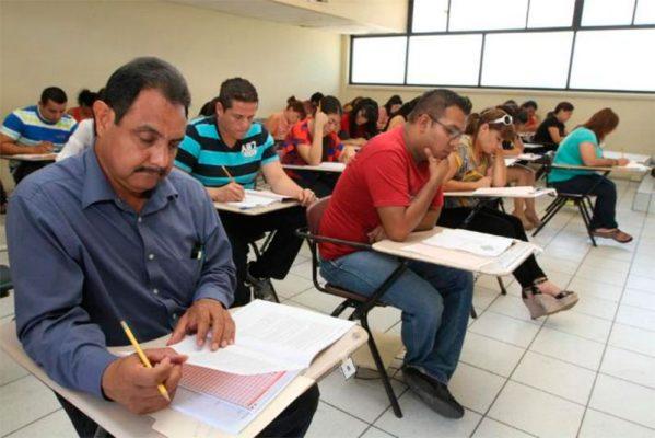 Realizan examen para plazas docentes en Ciudad Juárez