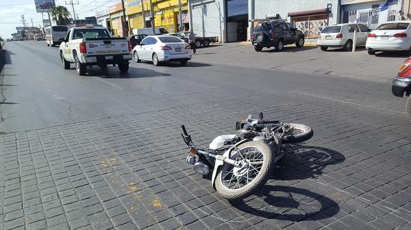 Embiste camioneta a motociclista en la Tecnológico