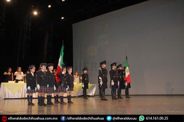 Alumnos de la Espabi celebran su graduación