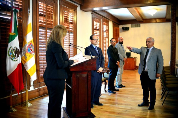 Toma Maru Campos protesta a Carlos Hernández Velasco como director del IMPLAN