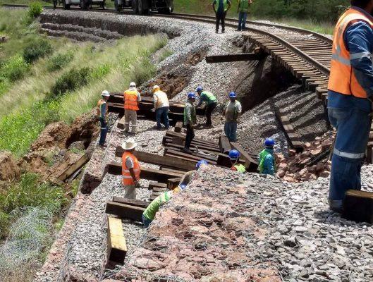 Suspenden corridas del tren por deslave en las vías rumbo a Cuauhtémoc