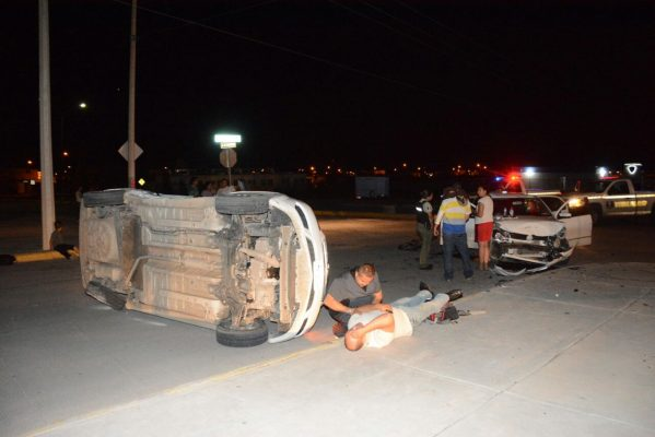 Resultan dos lesionados en choque en la colonia Riberas de Sacramento