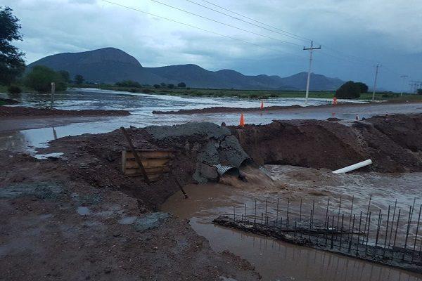 Destruye crecida de arroyo puente en construcción a Bachíniva