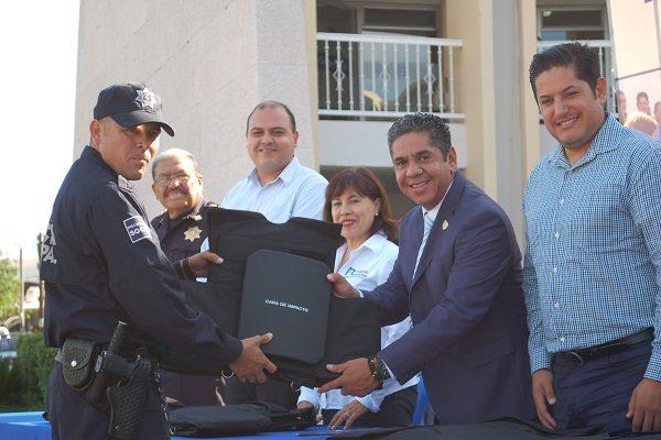 Entrega alcalde de Delicias 45 chalecos antibalas a municipales