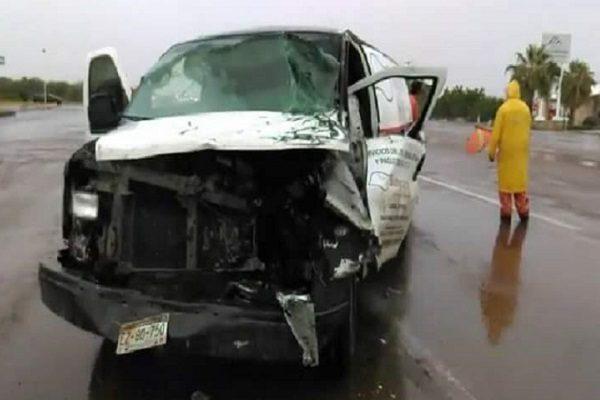 Sobrevive conductor prensado en accidente