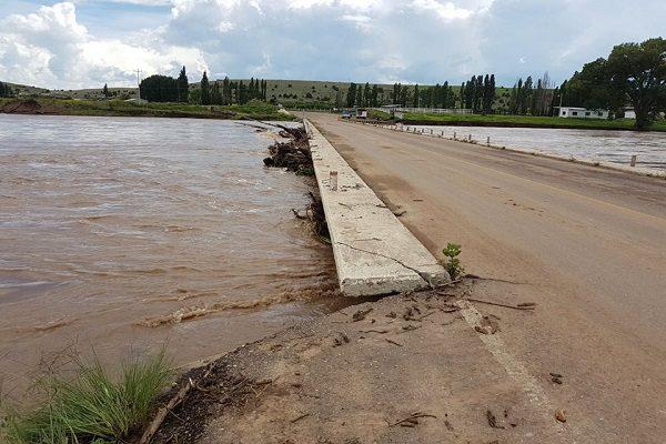 Desalojan a familias ante riesgo de inundación en Anáhuac