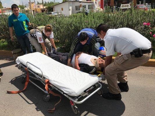 Arrollan y embisten a motociclista; responsable se dio a la fuga