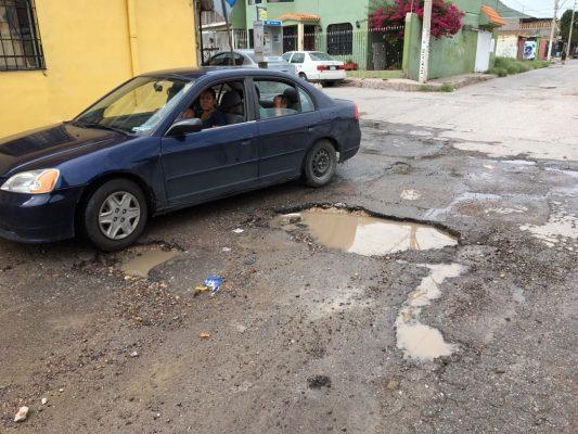 Deja lluvias decenas de baches en las calles de la ciudad