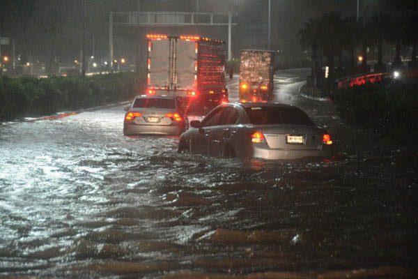 Caos en durante la madrugada por torrenciales lluvias