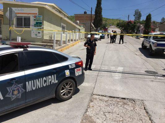 Le roban motocicleta y lo encierran en vehículo en San Jorge