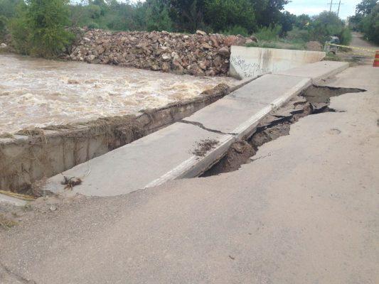 Colapsa puente de El Torreón en Meoqui, tras intensas lluvias