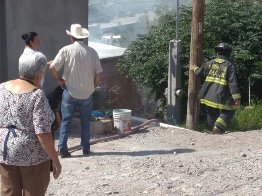 Acuden Bomberos a incendio en el Cerro de la Cruz