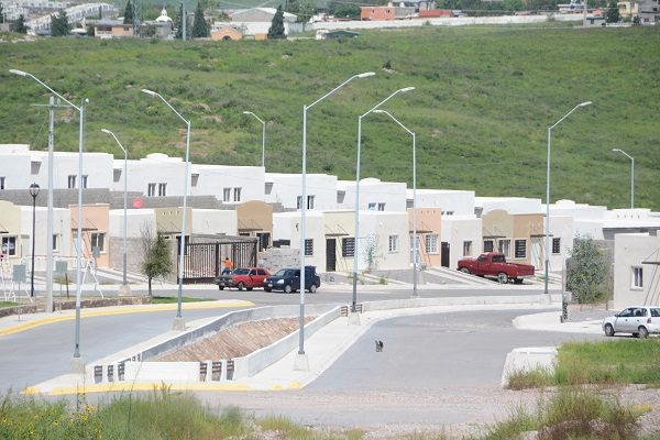 Abandono de viviendas por falta de servicios, escuela y transporte