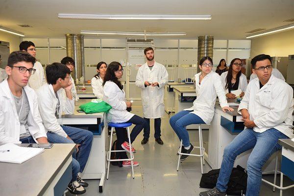 Sintetizan estudiantes nanopartículas de plata en semana de clubes de ciencia
