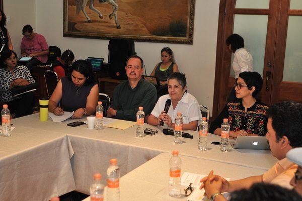 Dialogan sobre derecho de indígenas a la educación