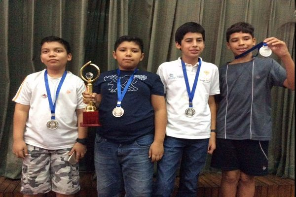 Obtiene Alejandro plata en competencia internacional de matemáticas