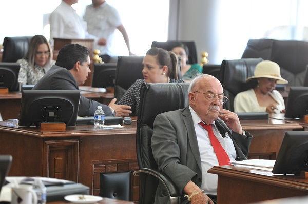 Luz verde a reelección de alcaldes y diputados