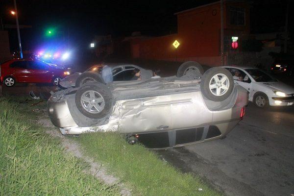 Aparatoso accidente tras chocar de frente en la José María Iglesias